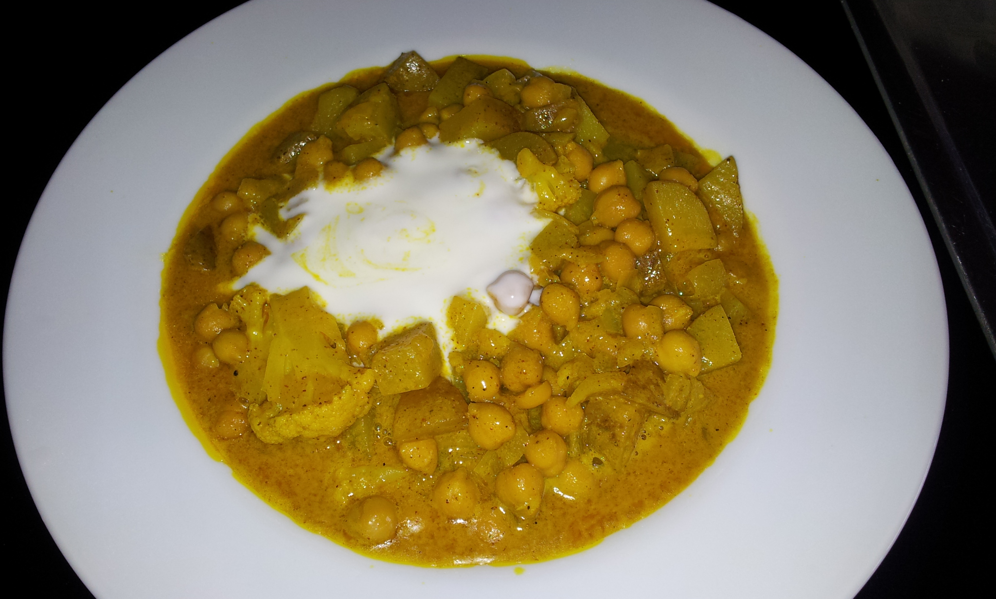 Chickpea curry with coconut milk, potato and cauliflower