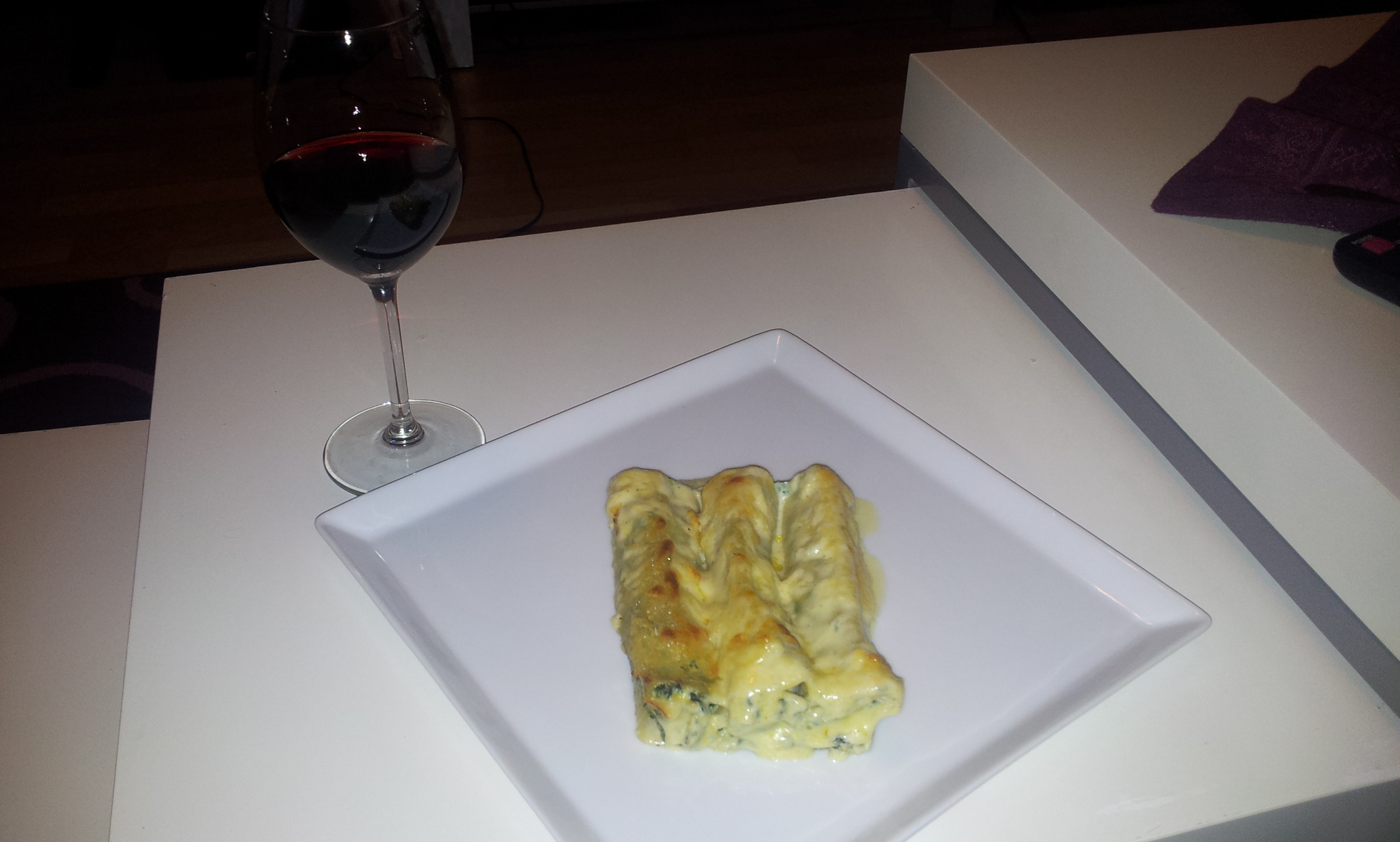 Cannelloni with ricotta, spinach and mushroom
