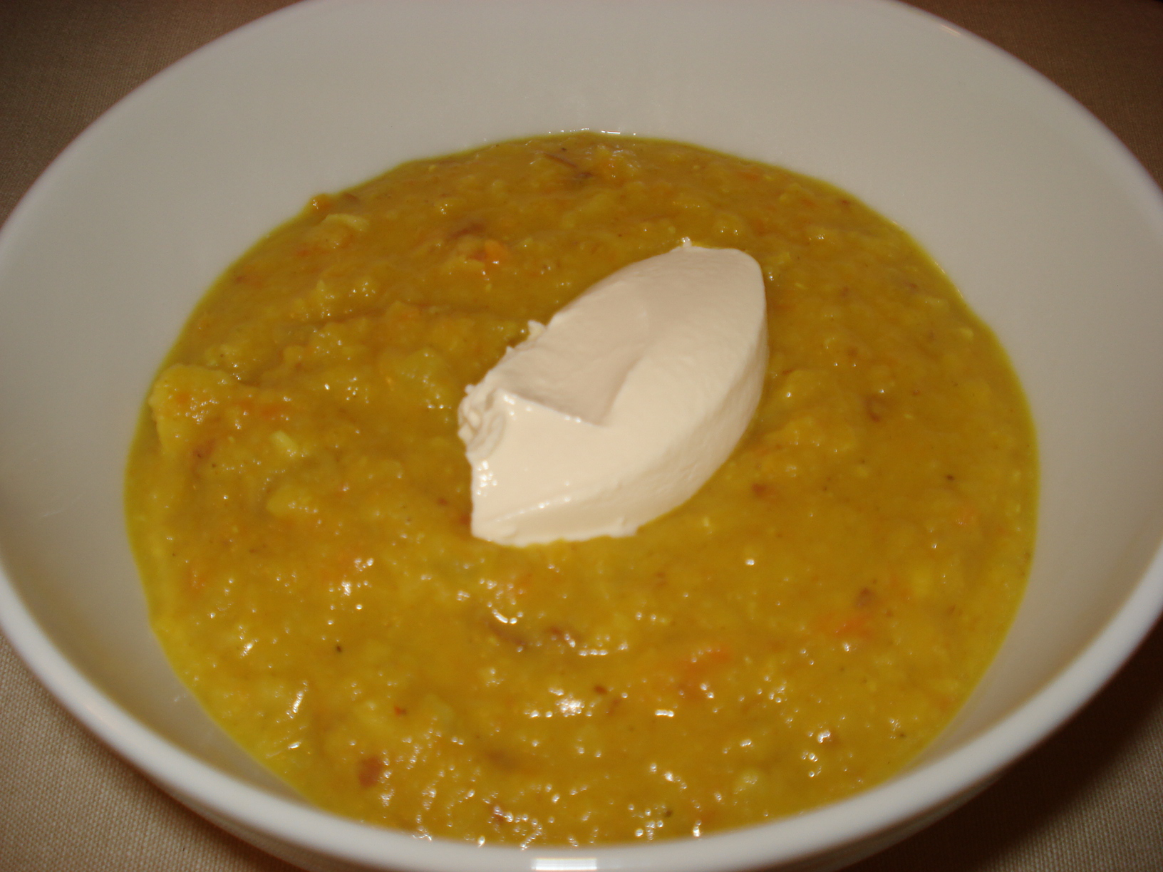 Lentil soup with curry and lemon