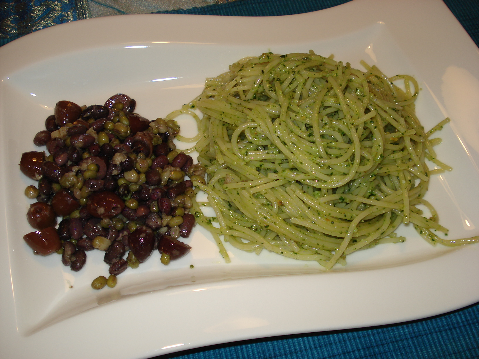 Pasta with pesto and Mediterranean bean salad