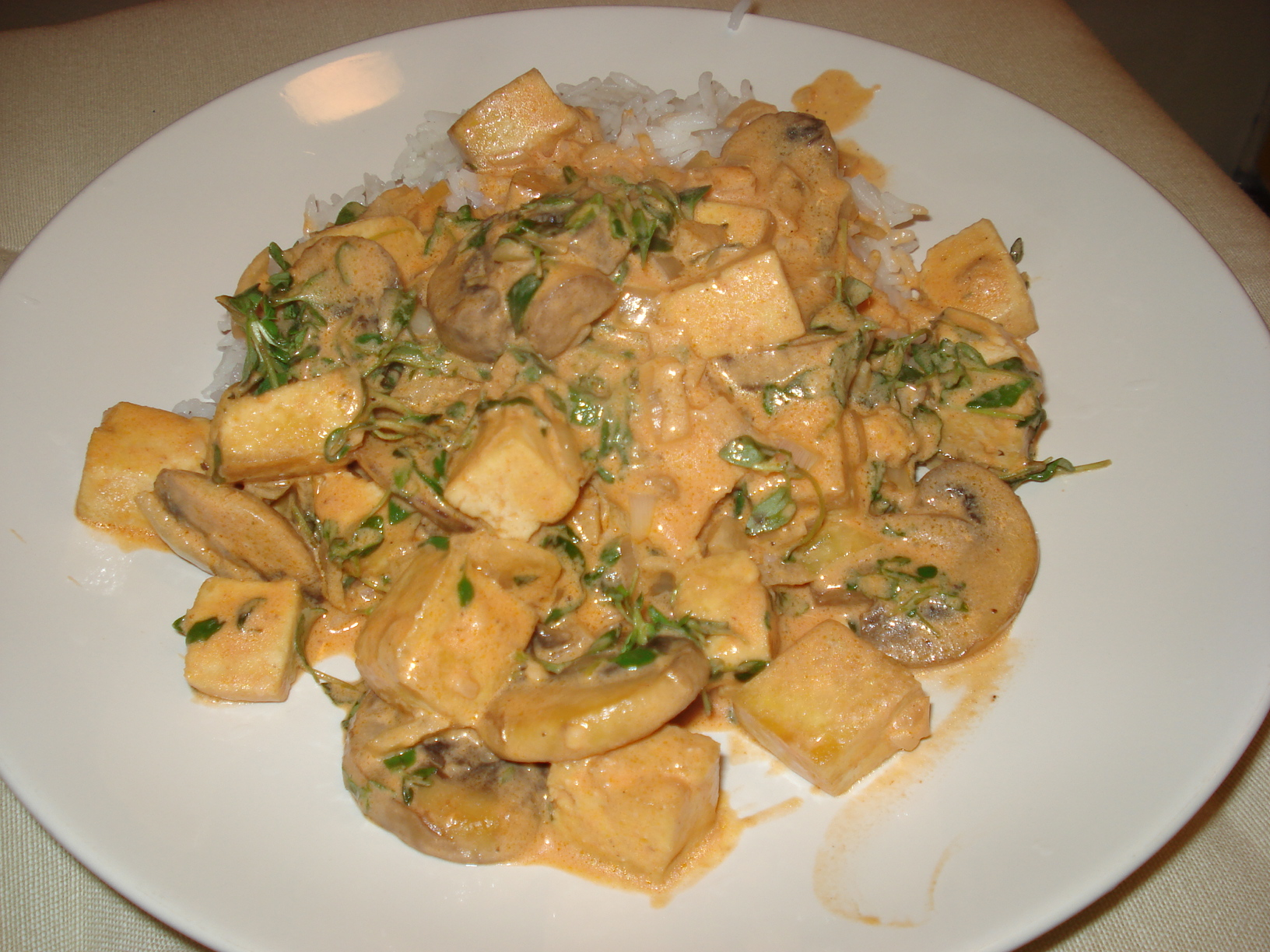 Festive stew with tofu, mushrooms and thyme