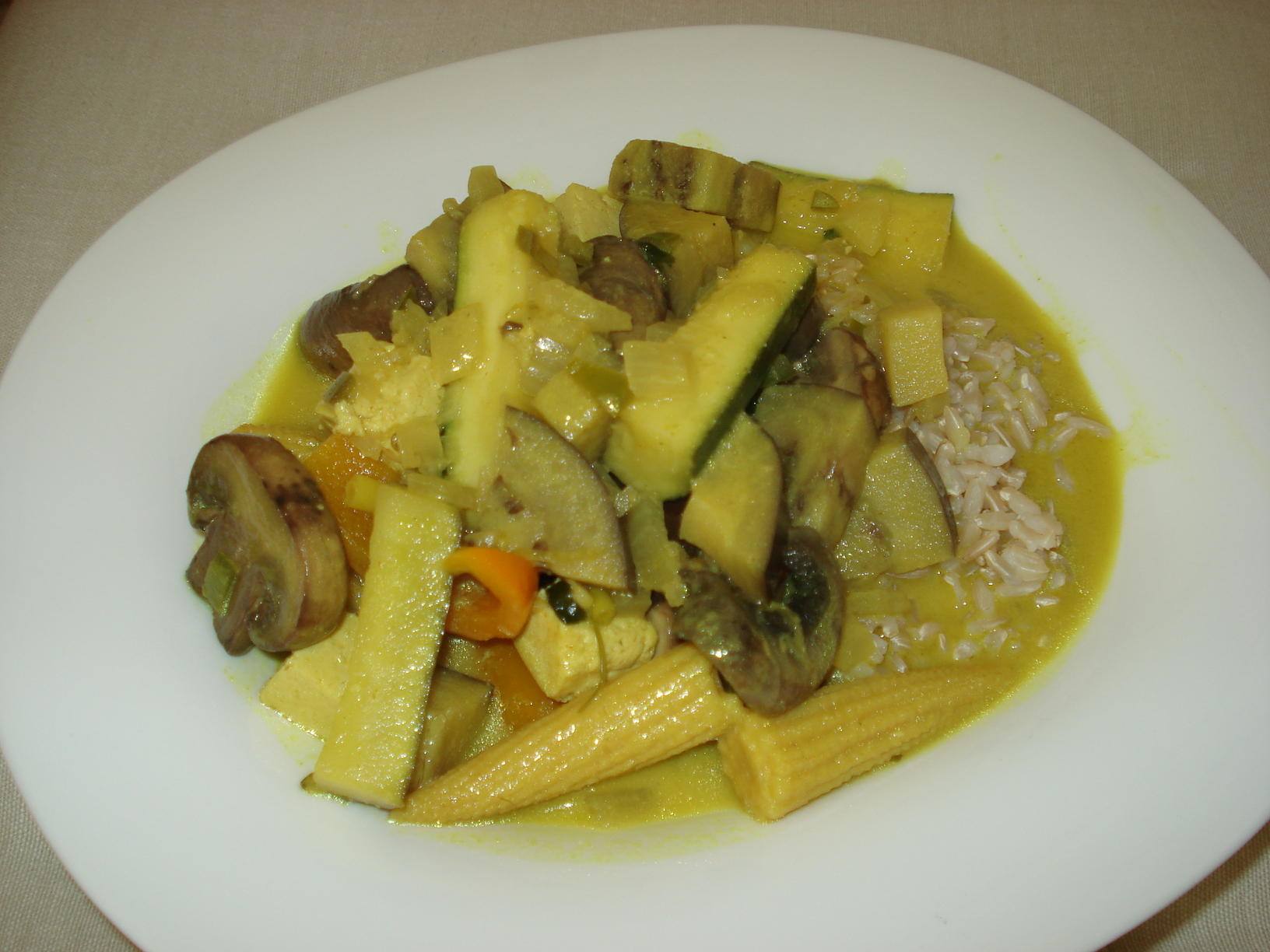 Lime and coconut curry with tofu and vegetables