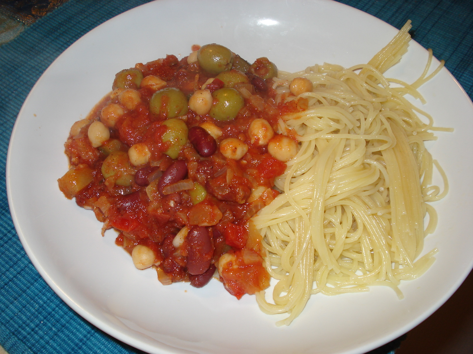 Vegetarian spaghetti bolognese with olives
