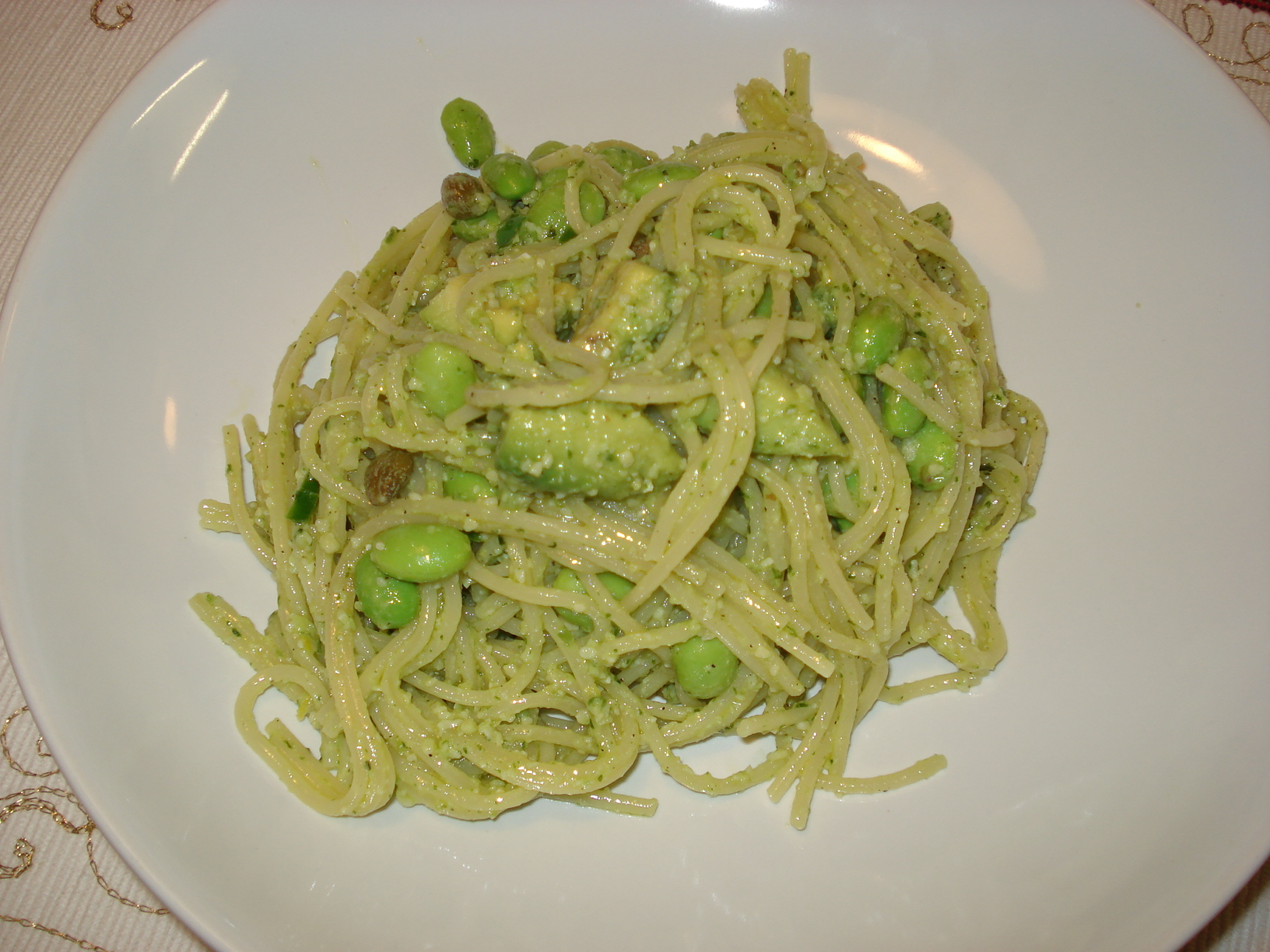 Pasta with chilli and lemon pesto, soybeans and avocado